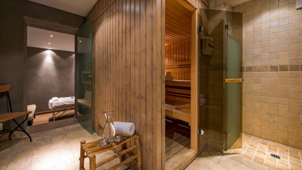 integrierte sauna im keller des verbier chalets. Black Bedroom Furniture Sets. Home Design Ideas