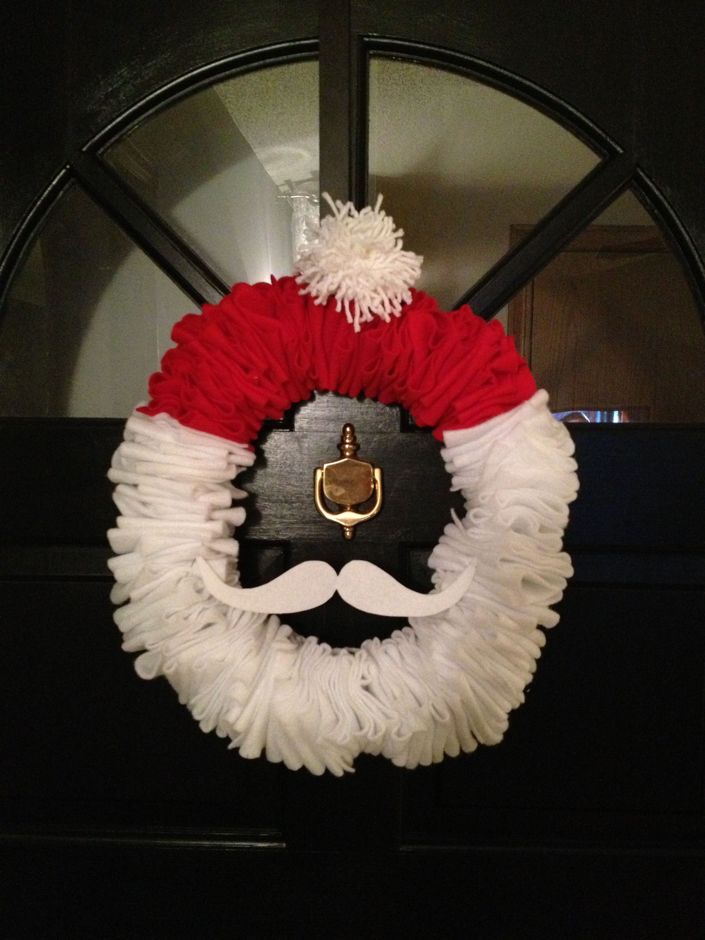Christmas Santa wreath made from a wire hanger, felt and yarn.