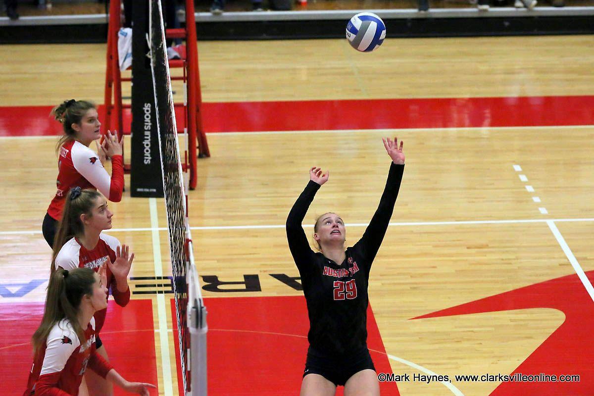 Apsu Volleyball S Kristen Stucker Earns Sixth Ovc Setter Of The Week Award Clarksville Tn Online Volleyballs Sports Austin Peay State University