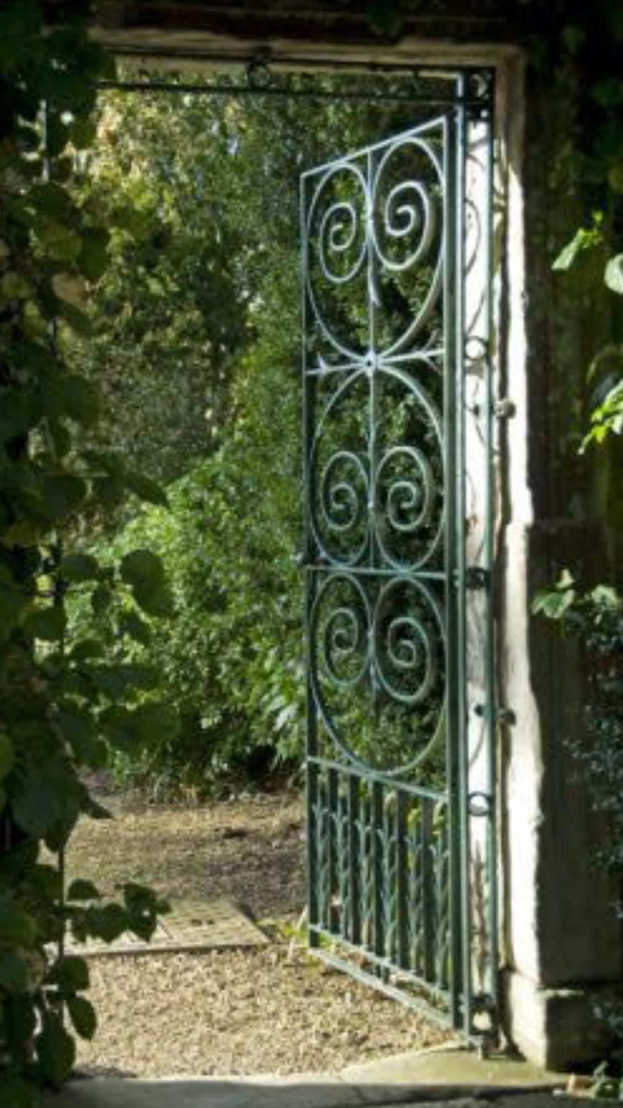 Pin by Diane Gaul on Garden gate   Garden gates, Garden ...