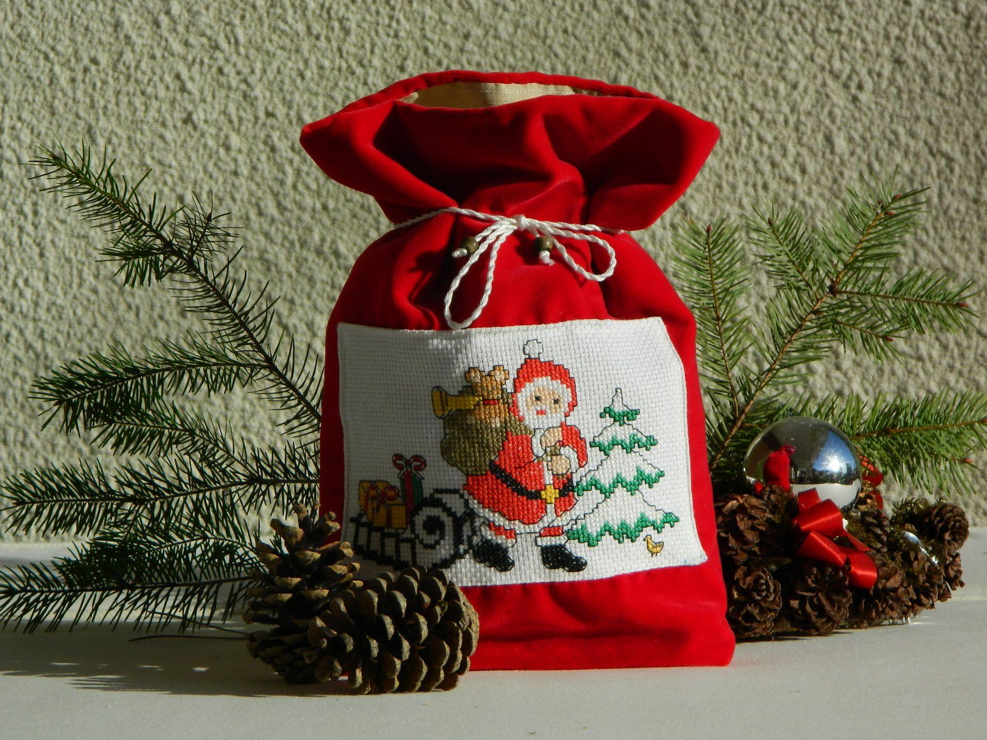 Sac Pochon Les Cadeaux Du Pere Noel Broderie Au Point