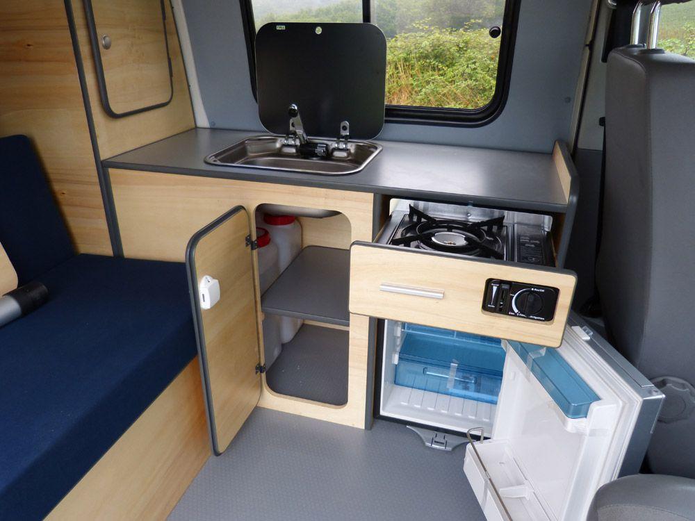 avec le kit east vous disposez de grands espaces de rangements et d une cuisine tr s. Black Bedroom Furniture Sets. Home Design Ideas
