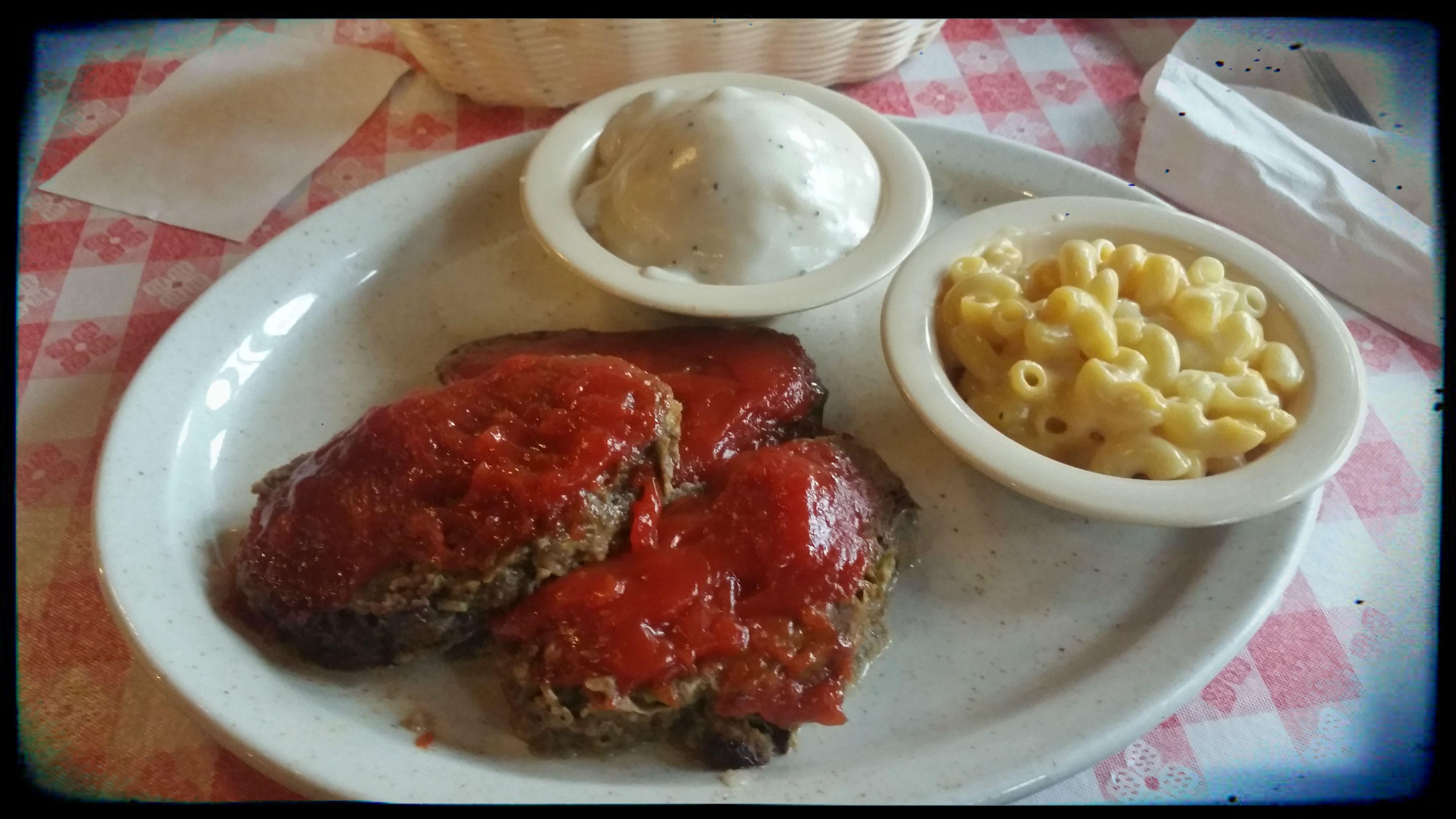 Rocking Chair Restaurant -- (Tuscumbia, AL) Meatloaf, Mac&Cheese