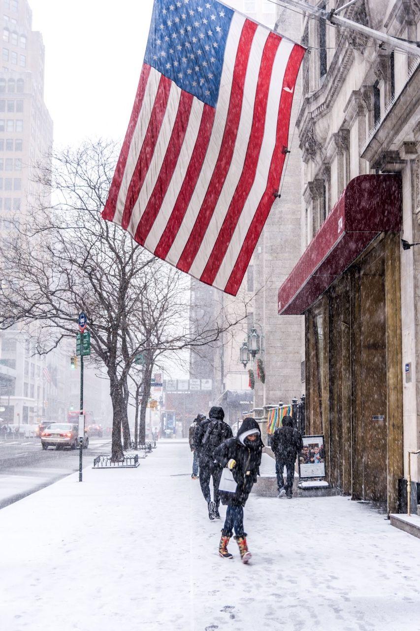 Another shot of todays snow fall in Manhattan by Javan Ng @javanng | newyork newyorkcity newyorkcityfeelings nyc brooklyn queens the bronx staten island manhattan