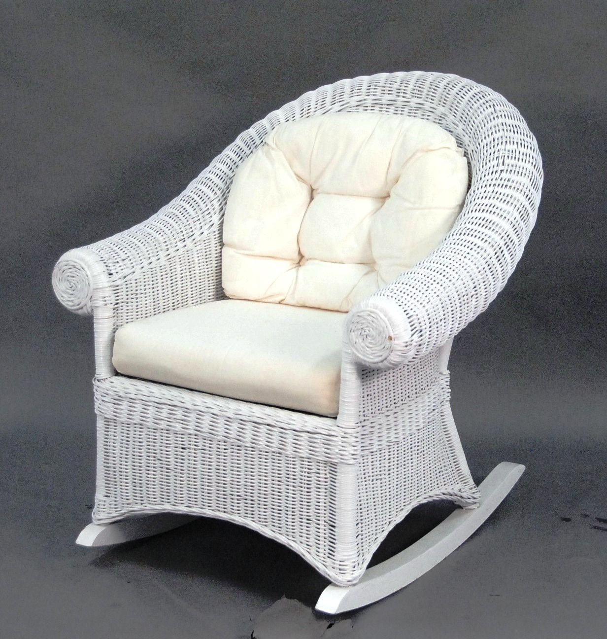 Superieur Choosing A White Wicker Rocking Chair   Http://www.antwandavis.com