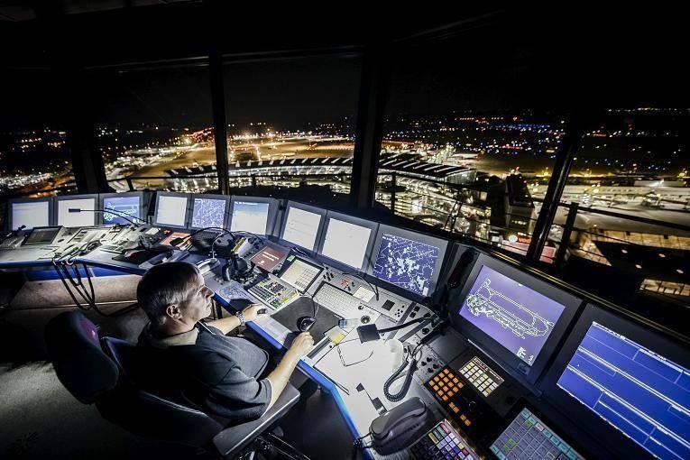 Controladores Aéreos 🇪🇸 on Dusseldorf, Night flight, Night