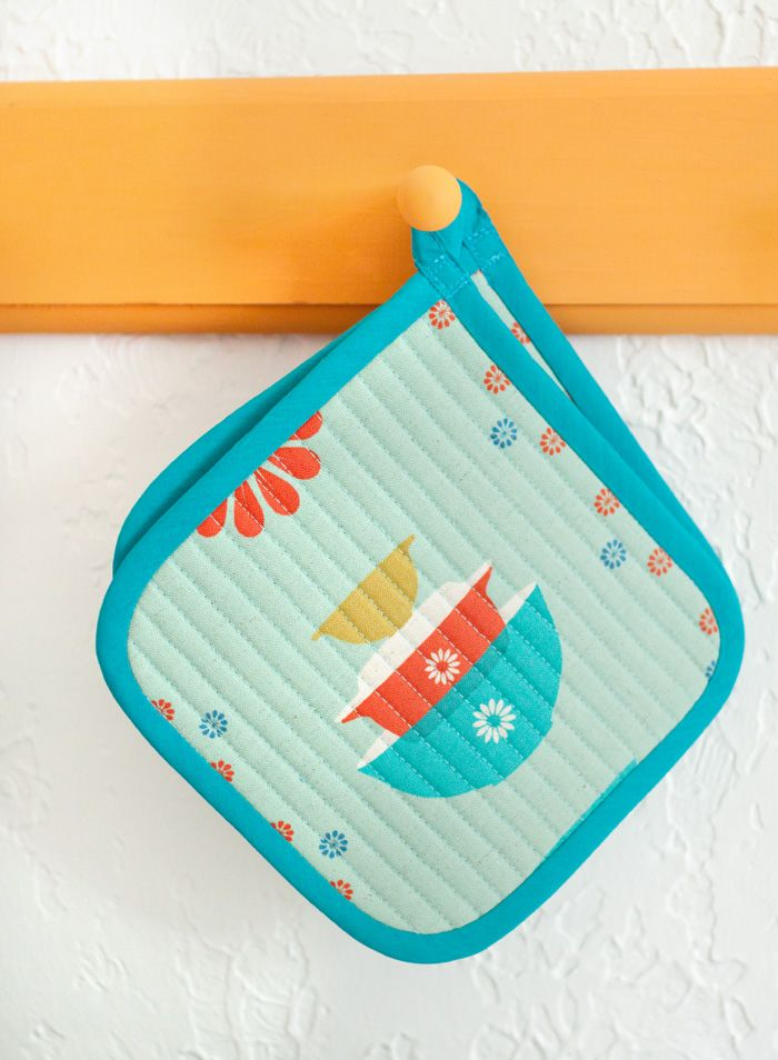 Great Potholders (Inspiration). I love the fabric: Ruby Star Sparkle by Melody Miller for Kokka