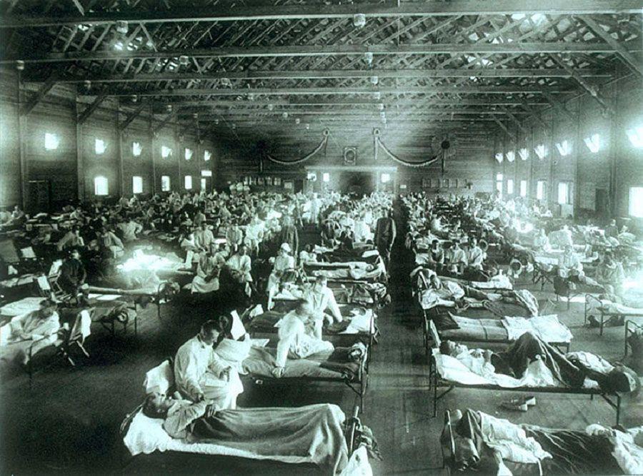 1918 - Hospital improvisado en Kansas (EEUU) para atender a enfermdos de la pandemia de la gripe española