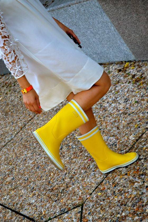 yellow wellies yellow rain boots yellow rubber boots. Black Bedroom Furniture Sets. Home Design Ideas