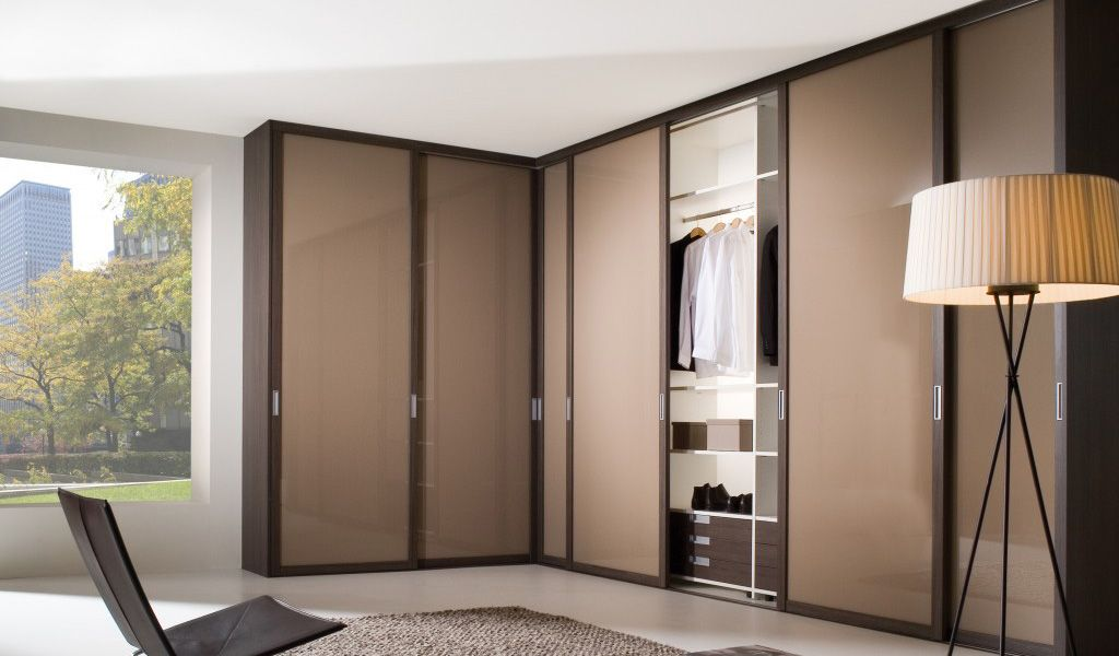 http://www.fittedwardrobes.info/fitted-bedroom-wardrobes/