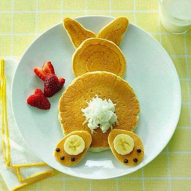 Pancakes cute rabbit, breakfast food kids ideas, funny food, cute pancakes, tortitas para niños, Piensa en Chic www.PiensaenChic.com