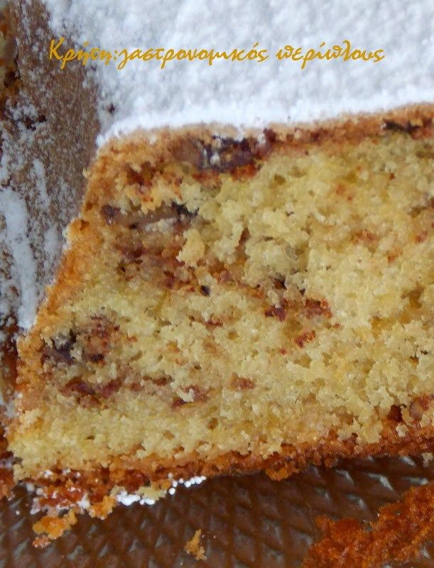 Το κέικ της αμερικάνας θείας!   Όταν η θεία Φ. μας έφτιαξε αυτό το κέικ για πρώτη φορά πριν από πολλά πολλά χρόνια, δεν βρίσκαμε ούτε μαύρη ζάχαρη ούτε καρύδια πεκάν εδώ. Η συνταγή ήταν αμερικάνικη αφού η θεία είχε ξενιτευτεί . Μας το έφτιαχνε με καρύδια και λευκή …