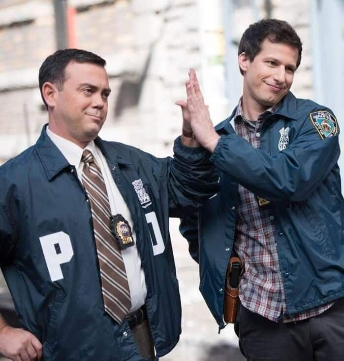 Pin de Damian Portillo em Brooklyn 99 | Legendas de filmes, Series ...