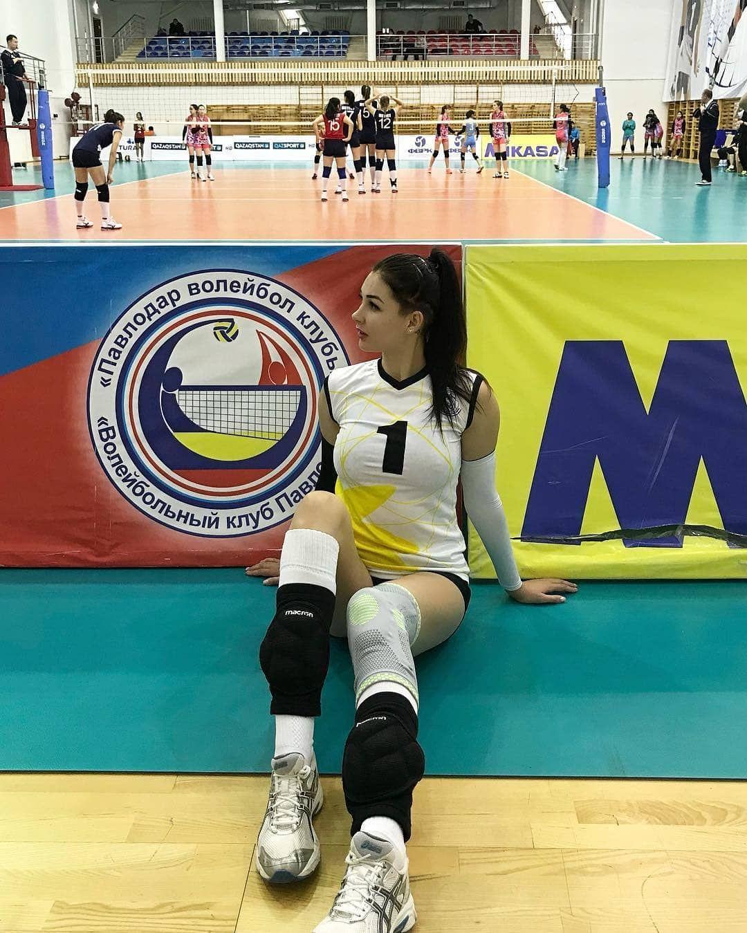Follow Atletputri For More Pict Tatarka5 Follow Atletputri Follow Atletputri Follow Atletputri Voll Basketball Court Sports Basketball