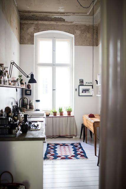 Cuisine esprit brocu0027 dans un appartement avec une belle hauteur sous