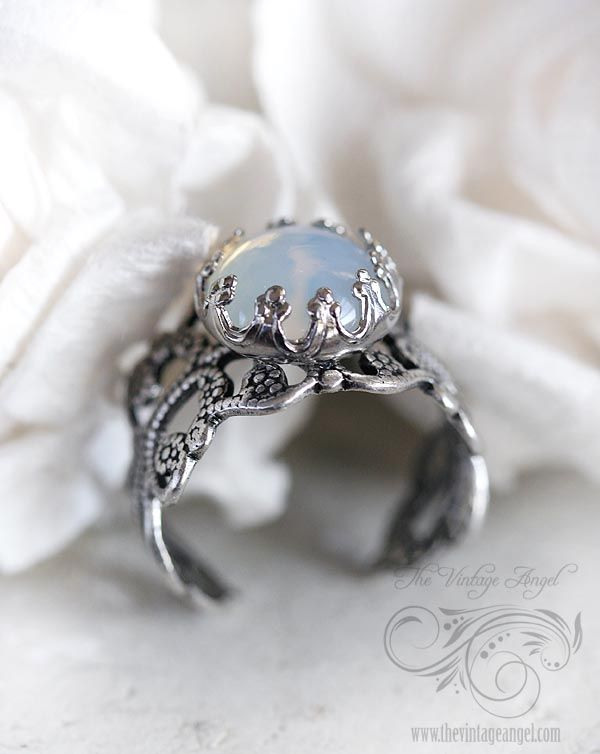 Moon Opal Ring This is a great design If I custom make my ring I