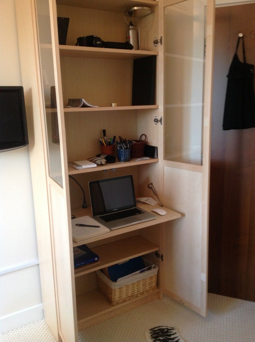 Ikea hack billy bureau workspace in a billy bookcase for Bureau en pin ikea