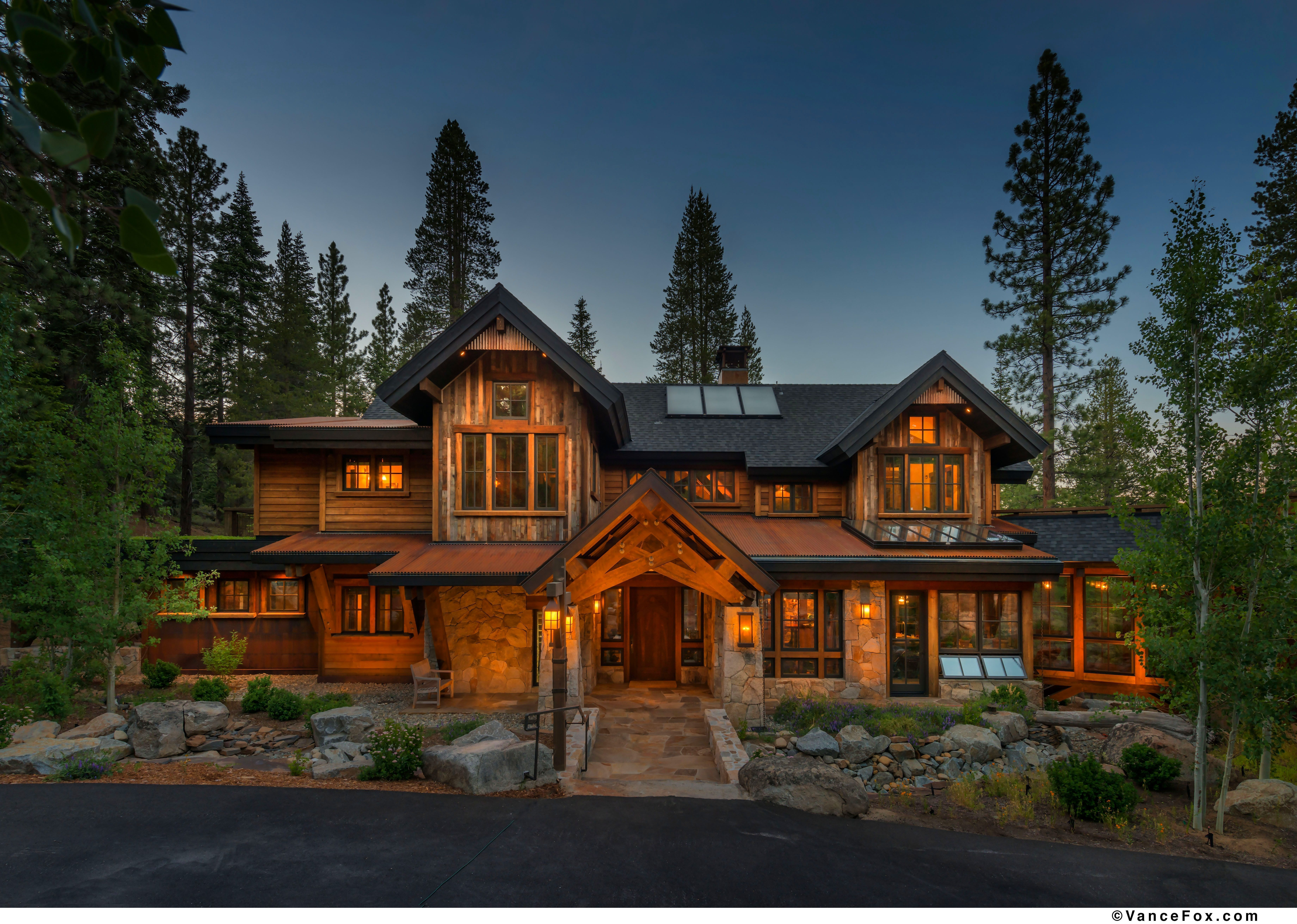 Ideas Modern Rustic Mountain Home Design Features Chic Wood And Stone House With Black Siding Roof And Awesome Fron House Styles Courtyard Design House Design