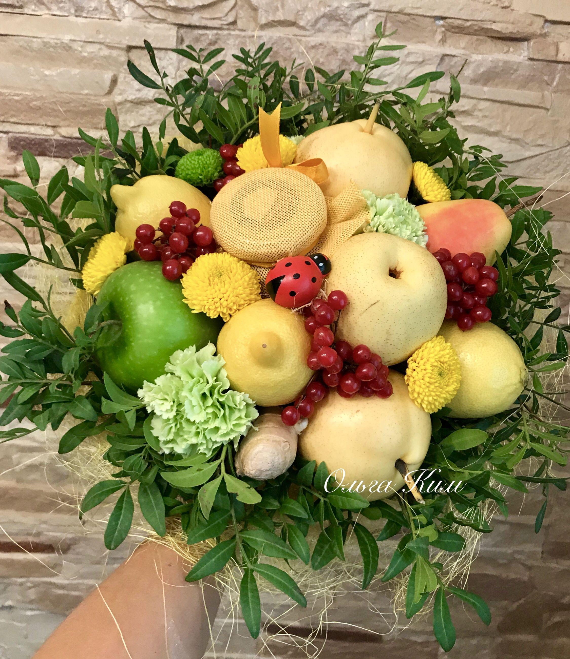 Букет из яблок и груш