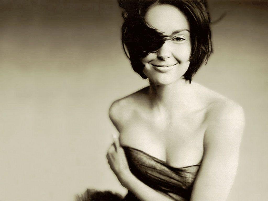 Ashley Judd. B Beautiful, love this photo, it has movement.
