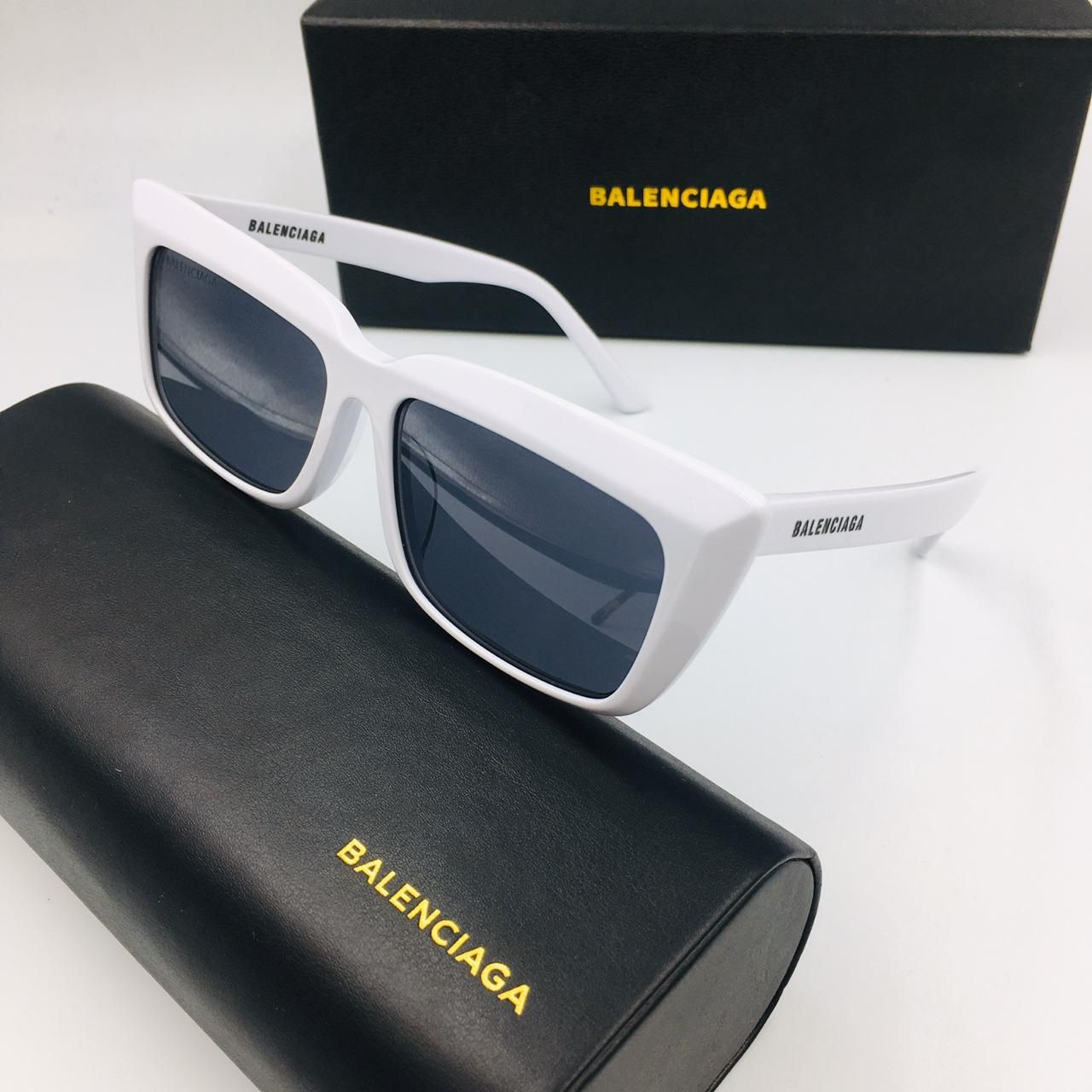 Pin By Vivisakellariadi On Sunglasses In 2020 Sunglasses Women Sunglasses Glasses