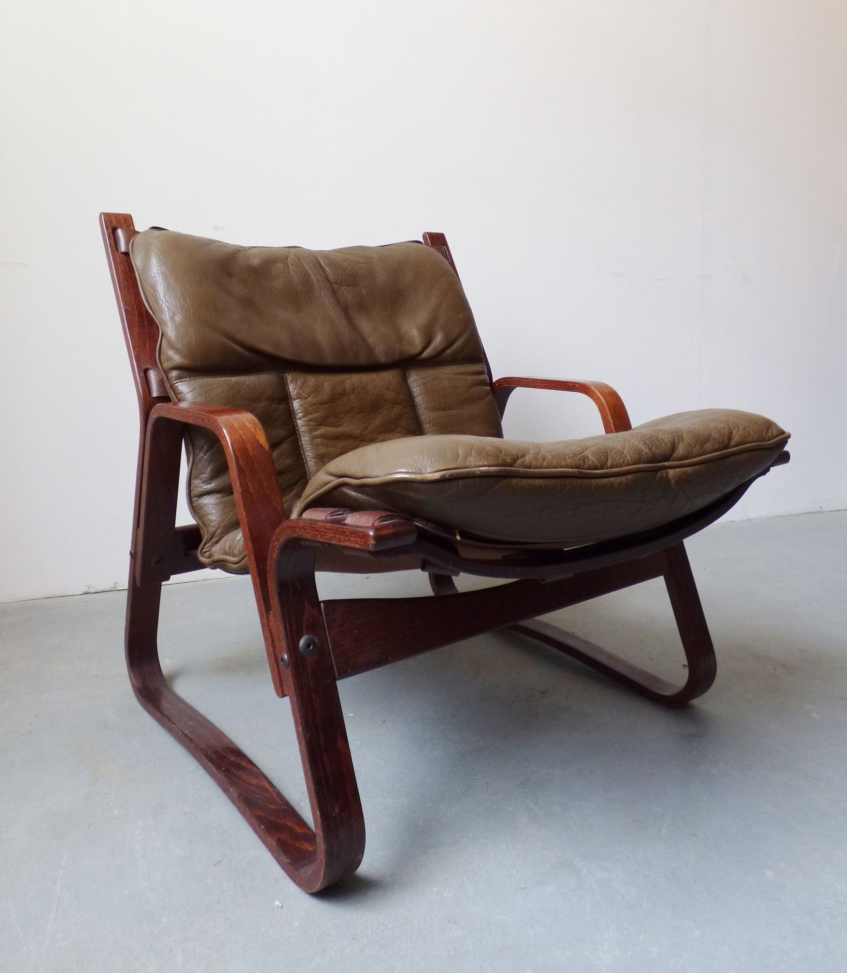 1970s Scandinavian bentwood chair with olive leather cushions