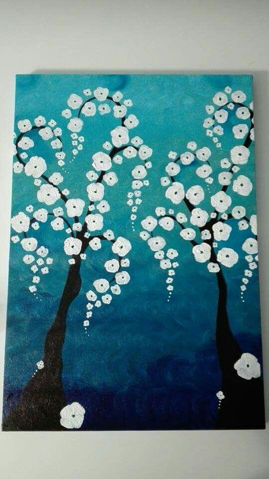 Cascata di bianchi fiori. Acrilico su tela. Autrice Lisa Messina. 35x50