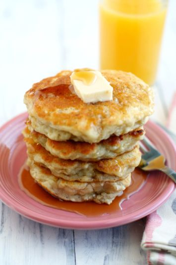 Fluffy and delicious banana pancakes - the perfect weekend breakfast! #vegan