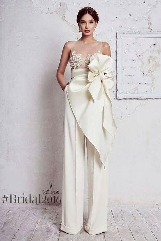 vendita a basso prezzo nuovi stili vende Pin di Colomba Nur su Outfits & Glamour | Abito da sposa semplice ...