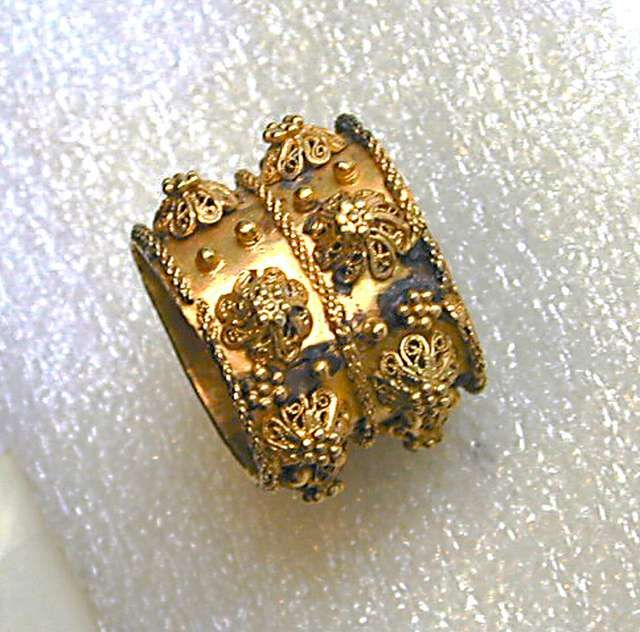 Antique jewish wedding ring from Italy 17th century Muse dart et