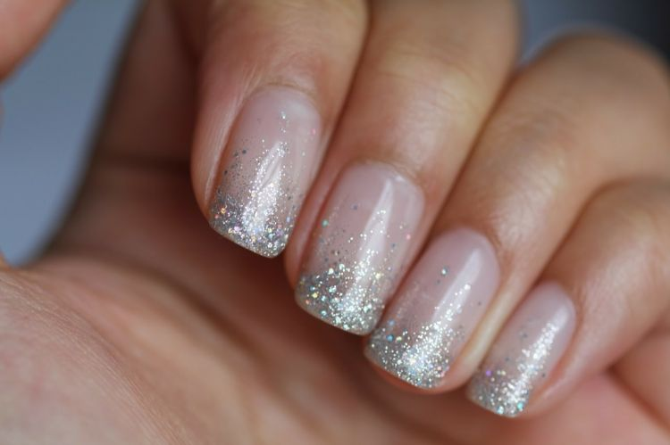 weihnachten french nails ombre winter silber glitzerlack märchenhaft ...