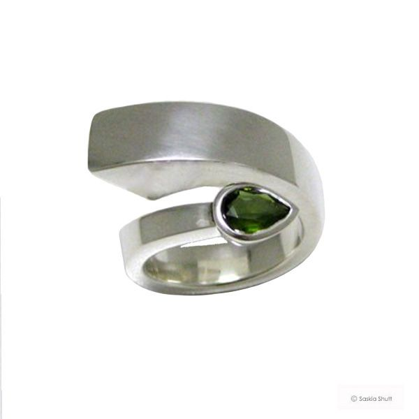 375€ Handmade sculptural silver ring which is tapered down from a ...