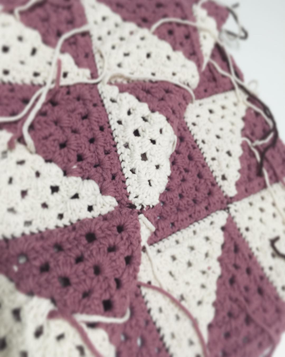 #귀찮은것 #하기싫은것 #실정리 ㅋㅋㅋㅋㅋ #그래이골방 #모닝스타그램 #crochetlover #뜨개공방 #니터 #블랭킷 #그래니스퀘어 #crochetblanket #blanket #grannysquare #kntter #knit #crochet #원데이클래스 #손뜨개 #뜨개스타그램 #담요 #니트소품 #grayATTIC #daily #블로거 by gray_attic