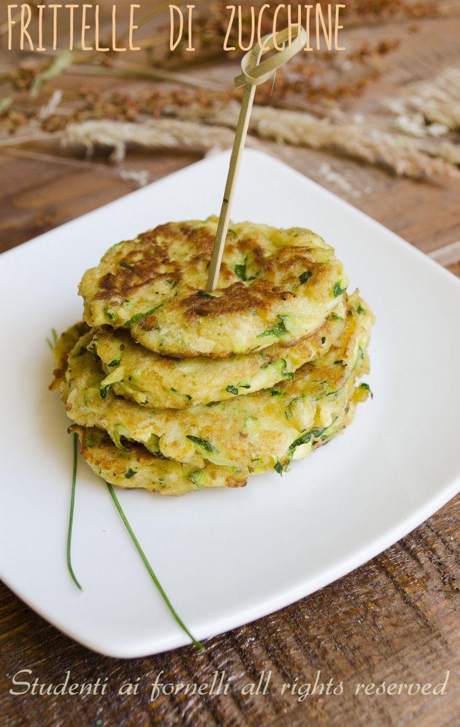 Très Frittelle di zucchine leggere cotte in padella, ricetta sfiziosa  SI84