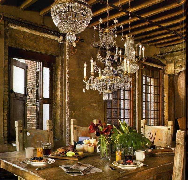 Gerard Butler's dining space in Chelsea.