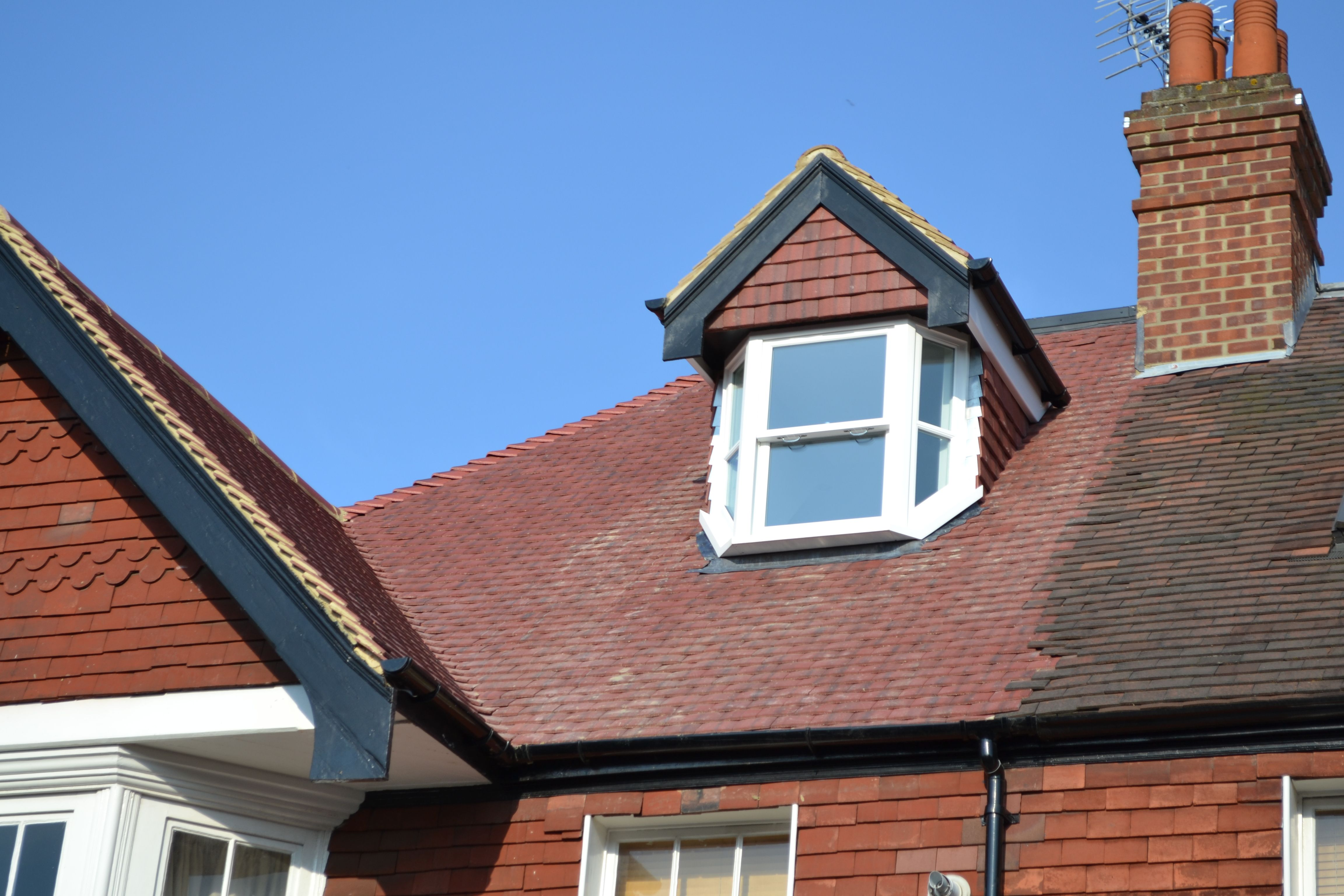 Hanging Clay Tiles Or Composite Slate Tiles To Dormer Face And Cheeks White Pvc Fascia Black Pvc Gutter 3 Layer High P Dormers Dormer Loft Conversion Flat Roof
