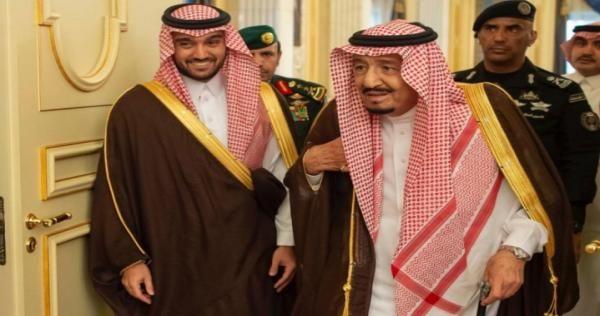 الاجتماع الأضخم بقصر الحكم في السعودية الملك سلمان يفجر مفاجأة أمام أمراء آل سعود Academic Dress Fashion Saree