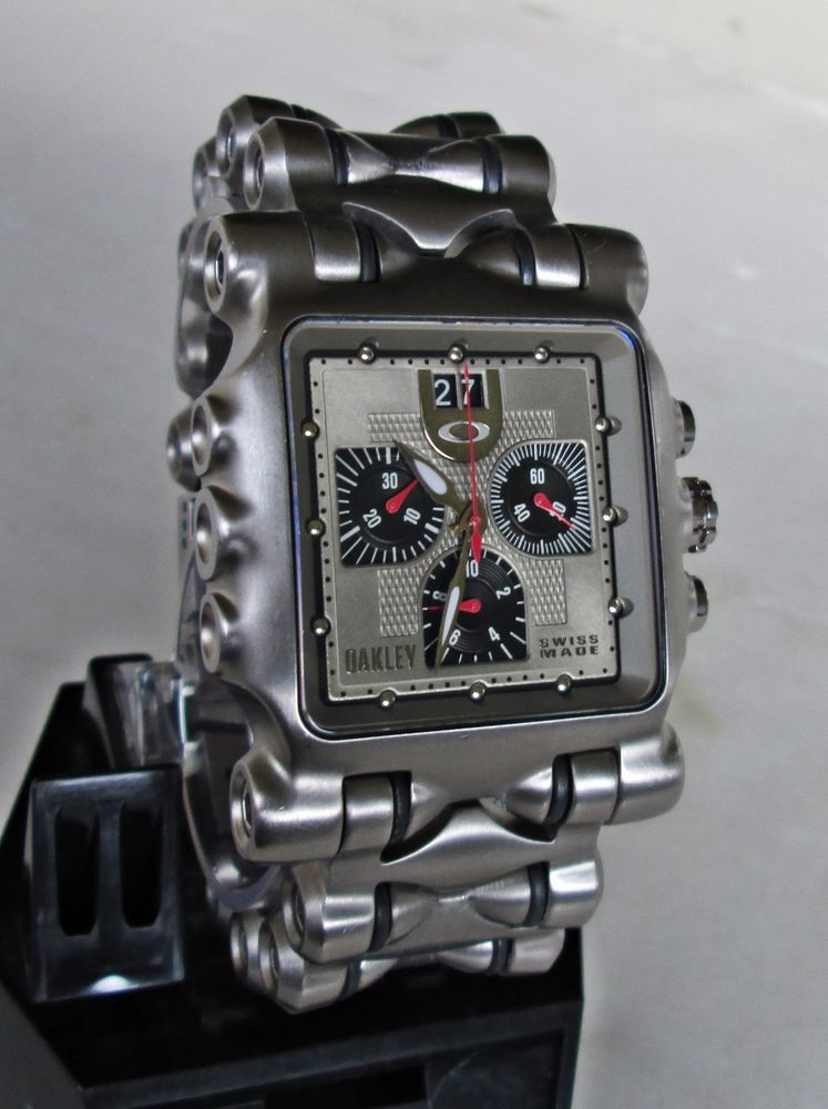 b48769077ad MEN S OAKLEY TITANIUM POLISHED TITANIUM SILVER MINUTE TIME MACHINE WATCH in  Jewelry   Watches