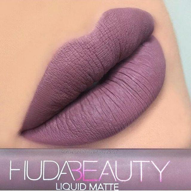 Huda beauty #medusa Shade Rs 380