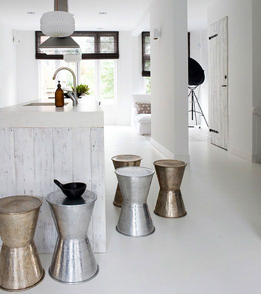 Bright monochrome decor