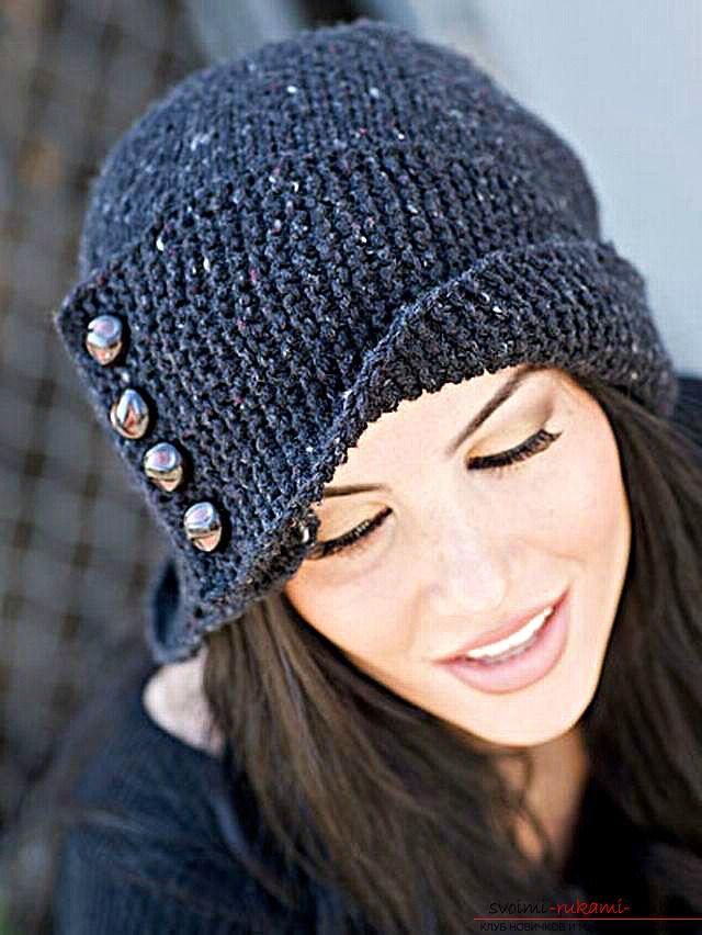 Как сшить связанную на спицах шапку