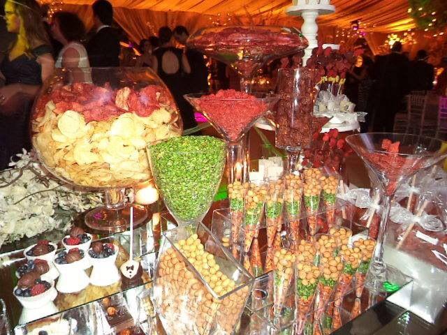 Mesa de postres salados party ideas ideas para fiestas - Ideas para una fiesta de navidad ...