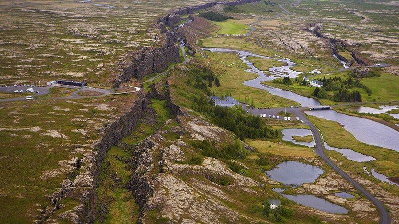 Thingvellir from air. es este lugar se unen las placas tectonicas de europa y asia