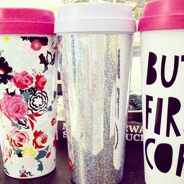 Le tre travel mug di @shopbando: florabunda, disco e but first coffee. Resistenti, comode e funzionali, ma anche troppo carine. Disponibili su #gratiocafe #shop #prossimaapertura #mug #travelmug #thermos #bando #drink #coffee #tea #tablesetting #shoppingonline