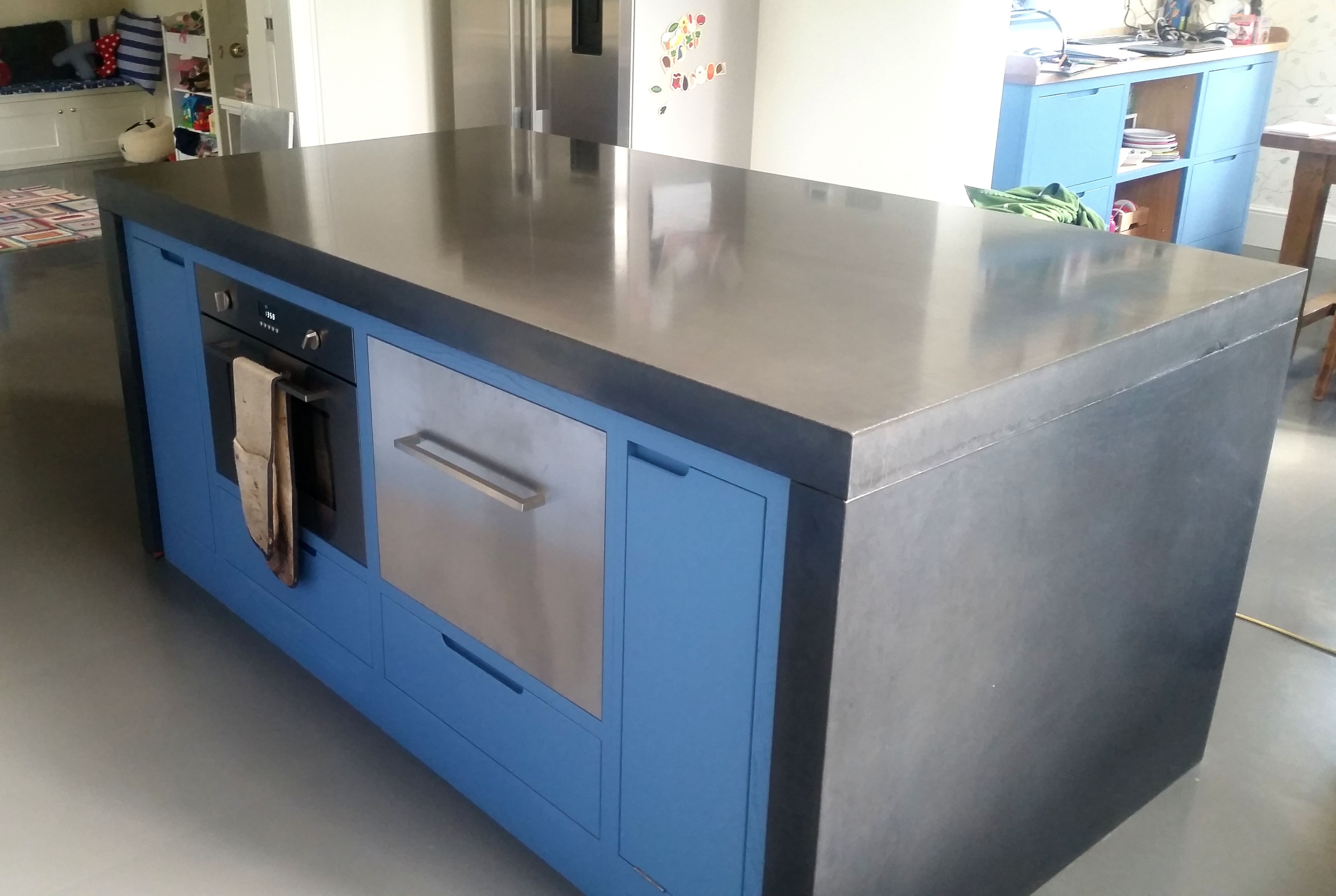 Black concrete countertop | Concrete worktops | Pinterest