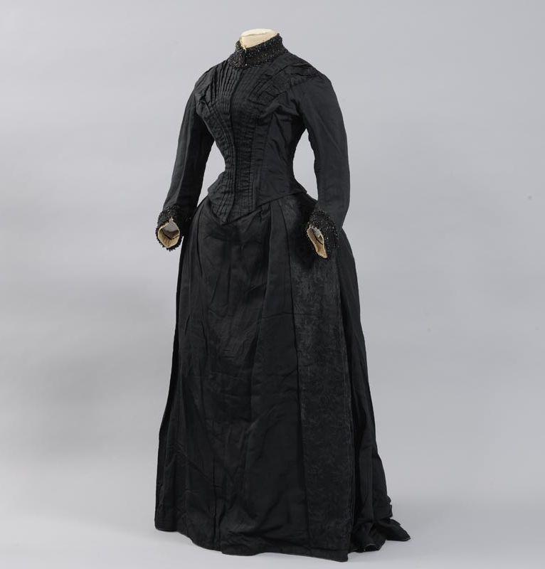 Dress, 1884-85  From the Musées départementaux de la Haute-Saône via Wikimedia