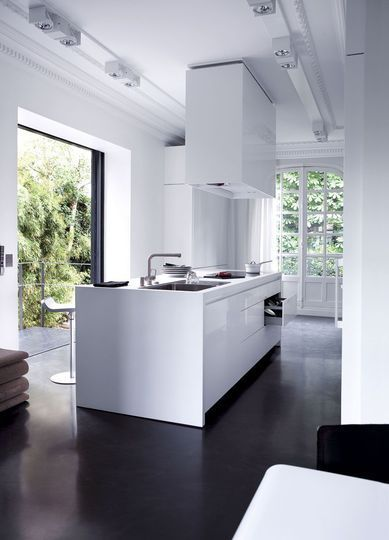 Bildergebnis Fur Innenausbau Dunkler Boden Moderne Kuchenideen Style At Home Kucheneinrichtung