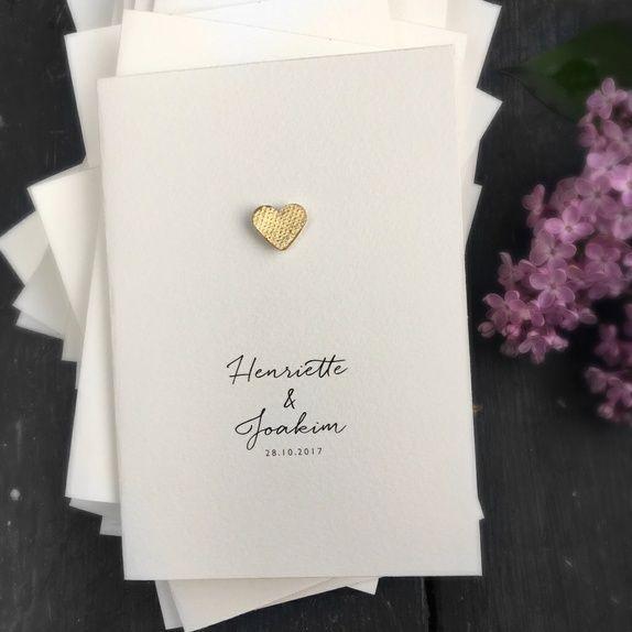 Photo of Hochzeitseinladung mit handgemachtem Herzen, hergestellt aus gelbem …