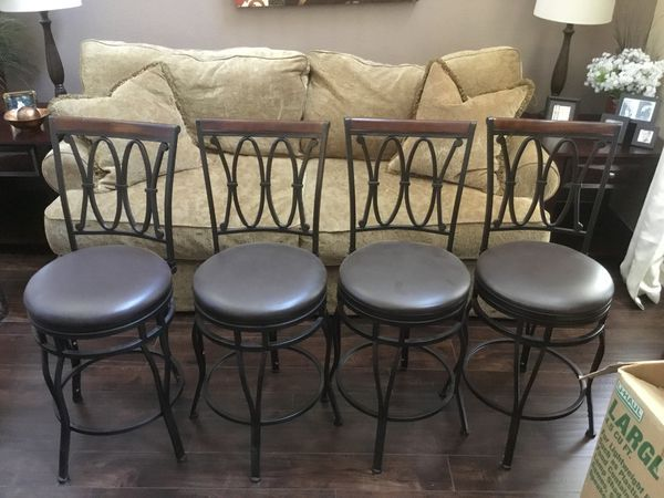 Offerup Las Vegas >> 4 Bar Stools Like New 24 For Sale In Las Vegas Nv Home