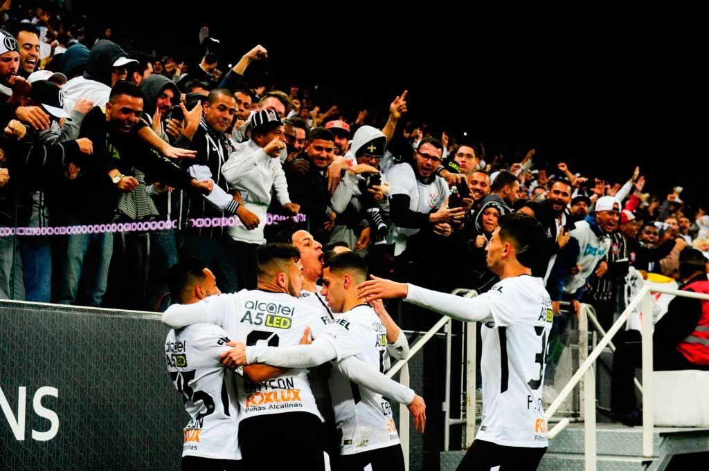 O Corinthians fez, na noite deste sábado, no estádio de Itaquera, seu jogo mais tranquilo neste Campeonato Brasileiro. Invicto agora há 34 partidas, o Alvinegro não passou perto de perder a marca em nenhum momento do embate frente ao Sport, quase um espectador do bom futebol demonstrado pelo líder